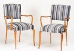 Moveis Paciornik - Par de cadeiras de braço, década de 1950, em pau marfim com estofamento de tecido listrado. Medida 91 x 58 x 60 cm.