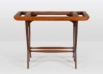 Base de aparador - Autor desconhecido - Aparador década de 1950, em madeira maciça com designe Vanguardista. Medida 80 x 1,08 x 50 cm.
