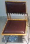 Pedro Useche - (Venezuela, 1956/2020) - Cadeira ripa, assento de couro alemão na cor vinho, estrutura em metal e madeira. Medida Obs: Peça em loja especializadas no Casa Shopping (Barra da Tijuca, RJ), com preço estimado de 3600,00 reais.
