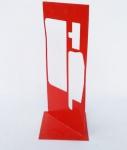 Escultura de chão em ferro trabalhado e pintado de vermelho, com assinatura de M.D., medida: altura:62 cm