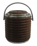 Antigo balde de gelo, geleira confeccionada em madeira nobre torneado e detalhes em metal cromado, (marcas do tempo). Medidas: altura 23 cm e diâmetro: 20 cm.