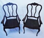 Par de poltronas Luiz XV em jacarandá , assento em couro pirogravado ( no estado). Medidas 107 x 56 x 47 cm.