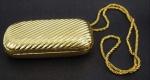 Clutch - Pequena bolsa bolsa de festa - em metal dourado, medindo 9x16x4 cm, adquirida na loja Hstern do Hotel Tropical Manaus.